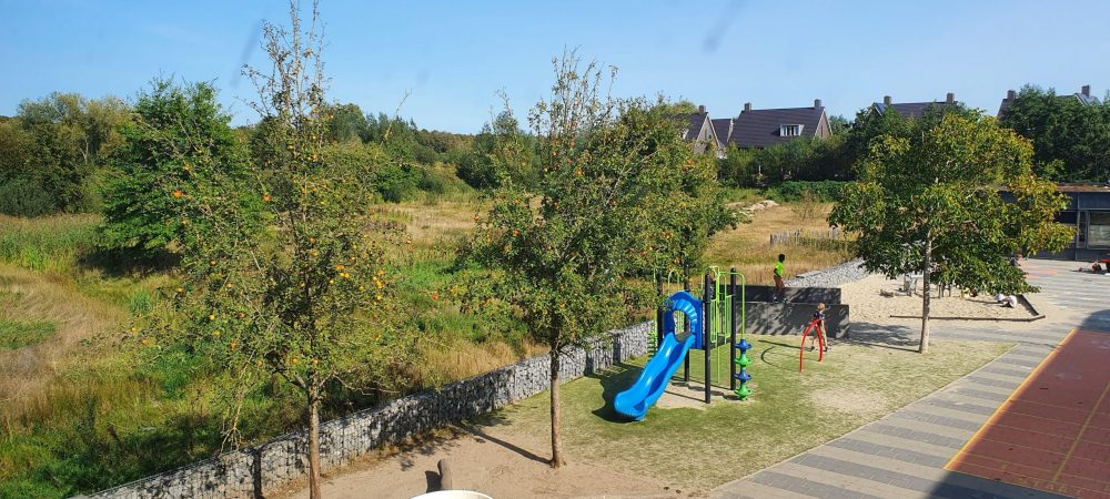 Uitzicht lokaal 1 op speelplaats